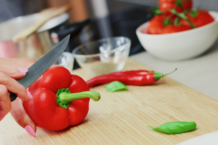 kitchen-cutting-board-cooking-bell-pepper